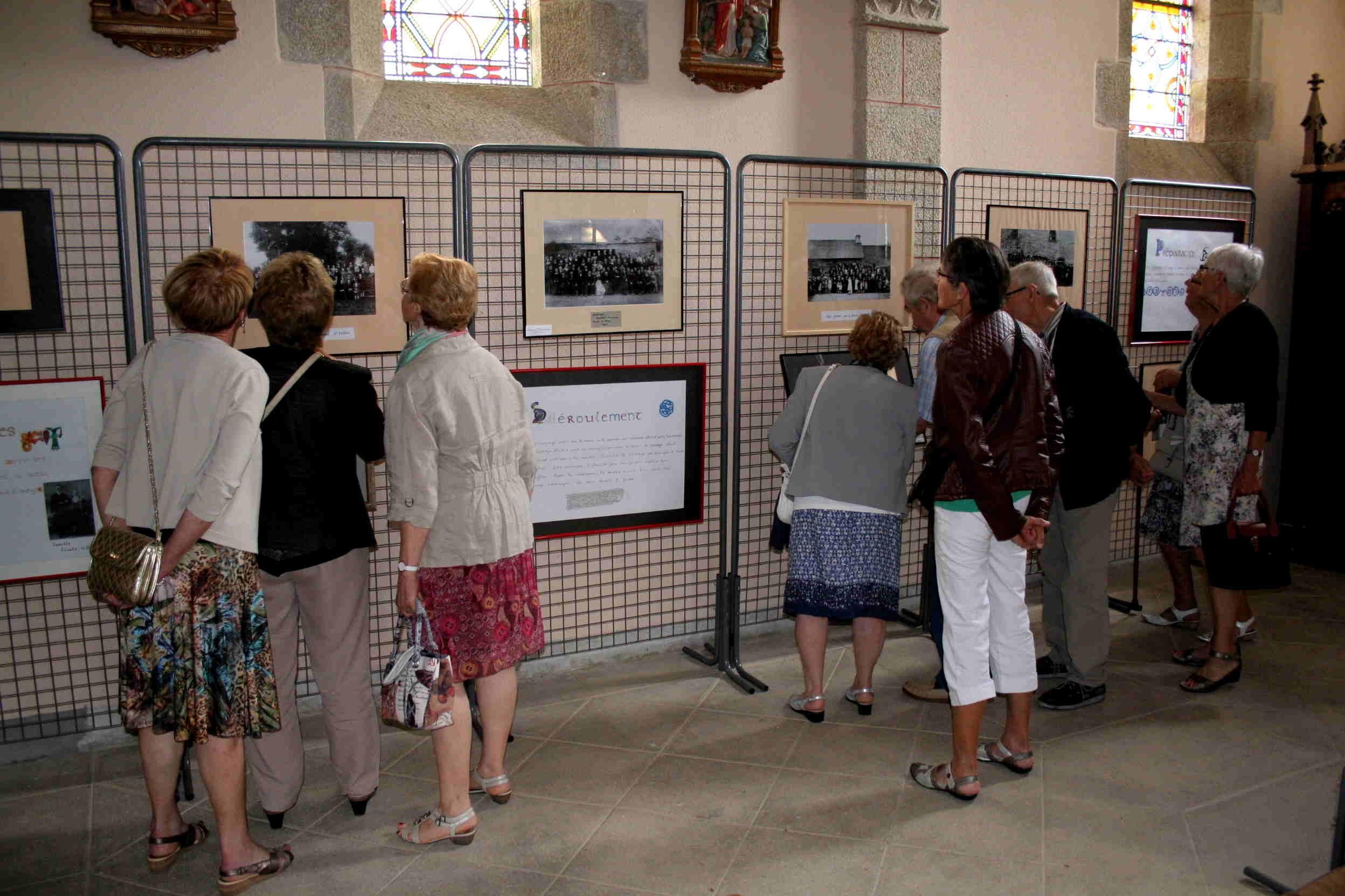 Exposition de photos dans l'église